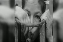 TRT arşivi şaşırtmaya devam ediyor! Tüpgaz içen çocuk