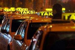 Bir takside en fazla kaç şoför çalışabilir?