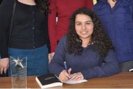 Lise öğrencisi roman yazarı oldu