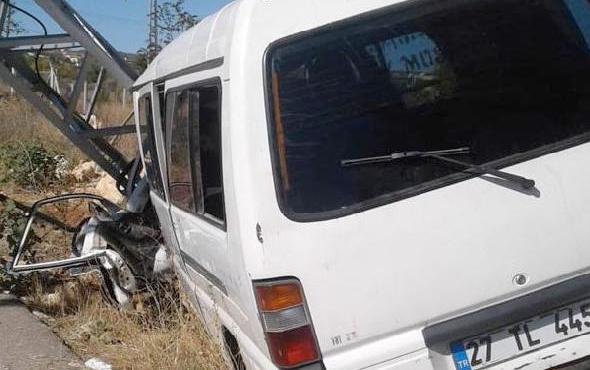 Arılar minübüse saldırdı şok kazada 8 kişi yaralandı