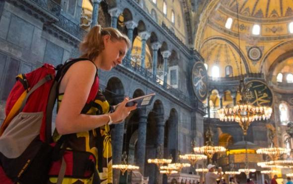 İstanbul'a Arap ülkelerinden 3.4 milyon, İran'dan 934 bin turist geldi