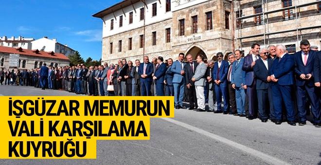 Sivas'ta vali karşılama kuyruğu!