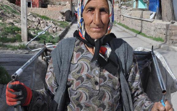 Kağıt toplayan Zeycan Gül'ün hikayesi yürek sızlattı