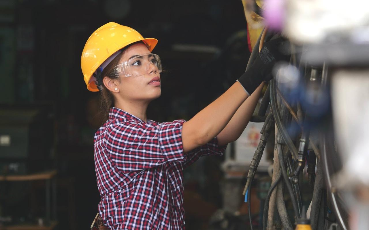 Kadın işçiye sigorta primi kesilmeden yarım gün çalışma imkanı!