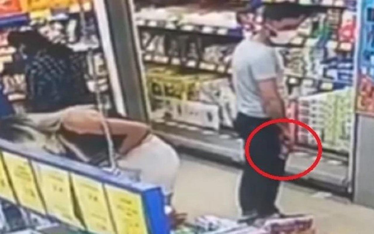 Alışveriş yapan kadının gizlice fotoğraflarını çekti!