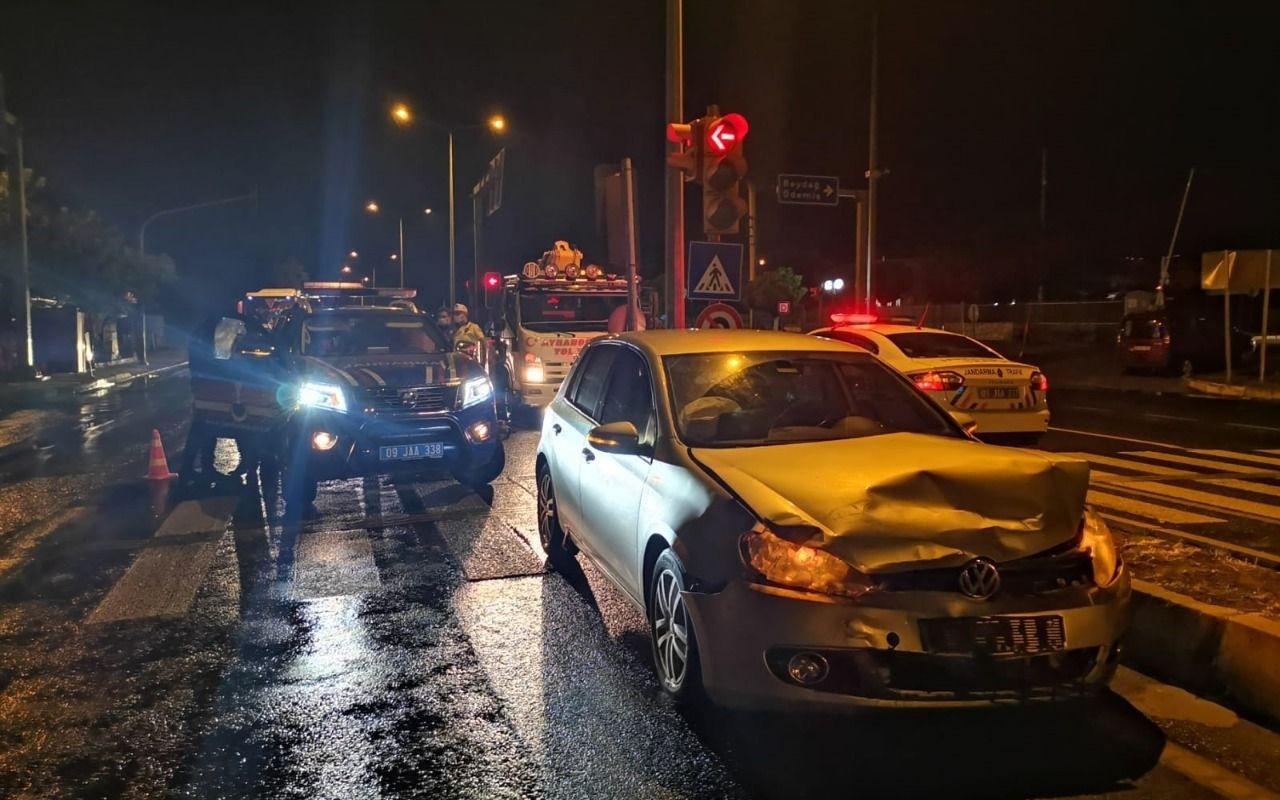 Jandarma ekip otosu otomobille çarpıştı: 2'si uzman çavuş 8 yaralı