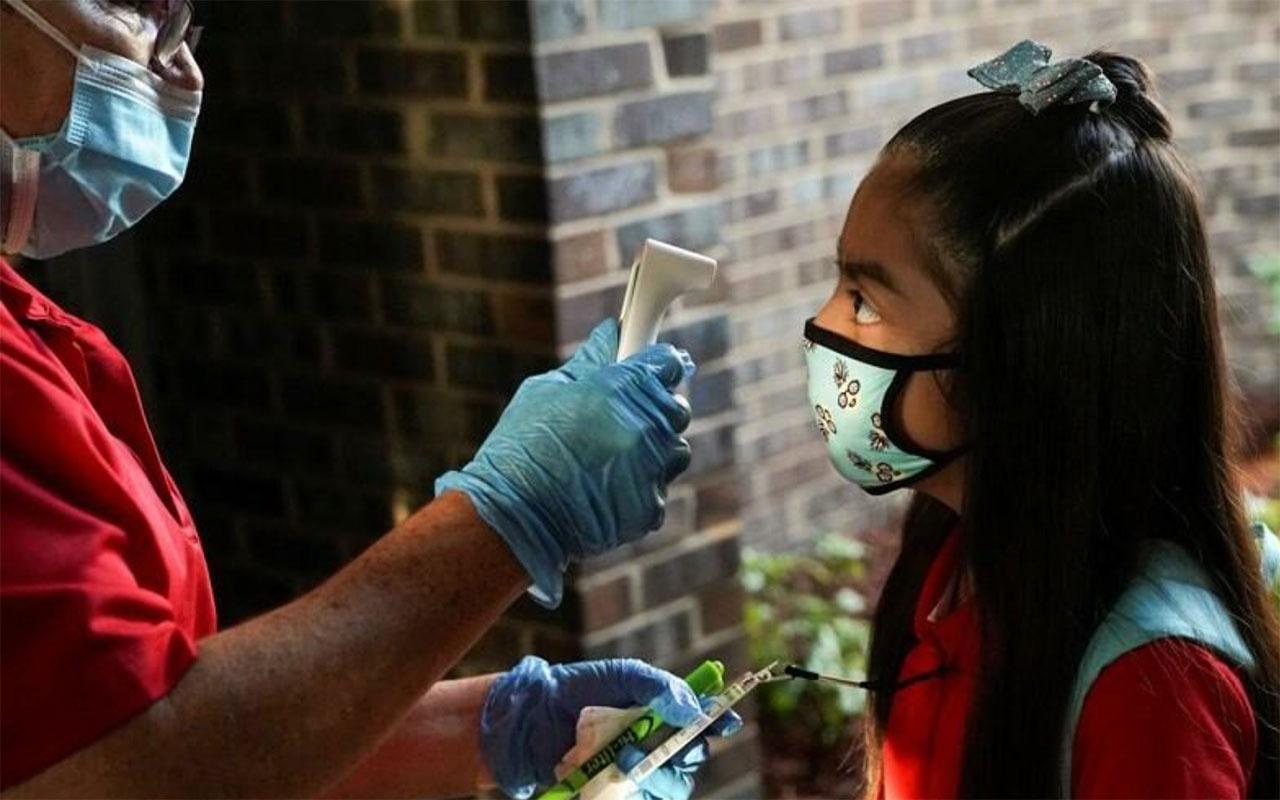 Aşı yaptırmayan öğretmen öğrencilerine korona bulaştırdı