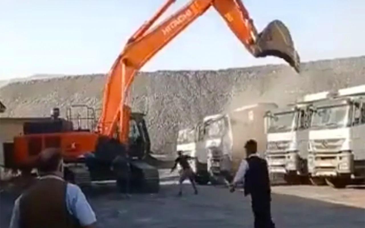 Parasını alamayan işçi kamyonları birer birer parçaladı! Kameralara böyle yansıdı