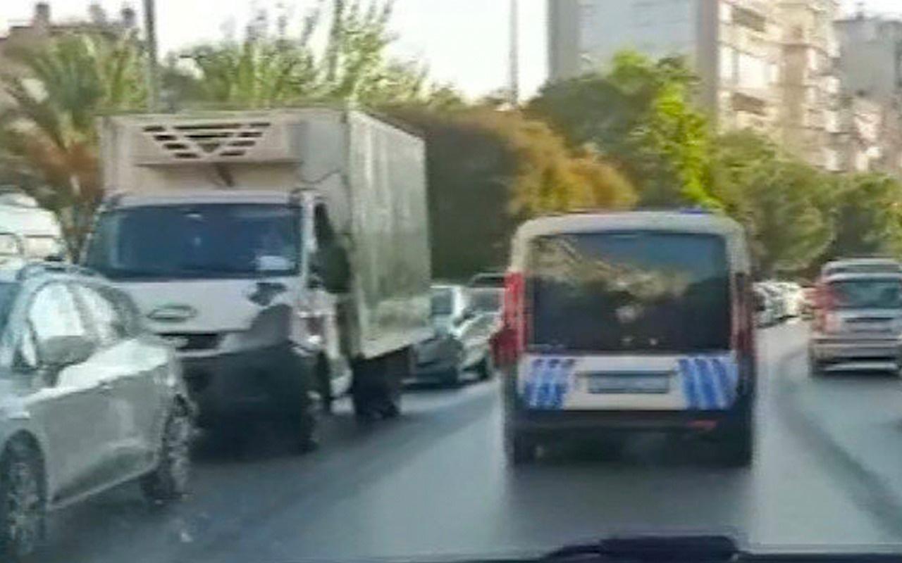 Genç kadının trafikte doğum sancısı tutunca polisler yardımcı oldu! O anlar böyle kaydedildi