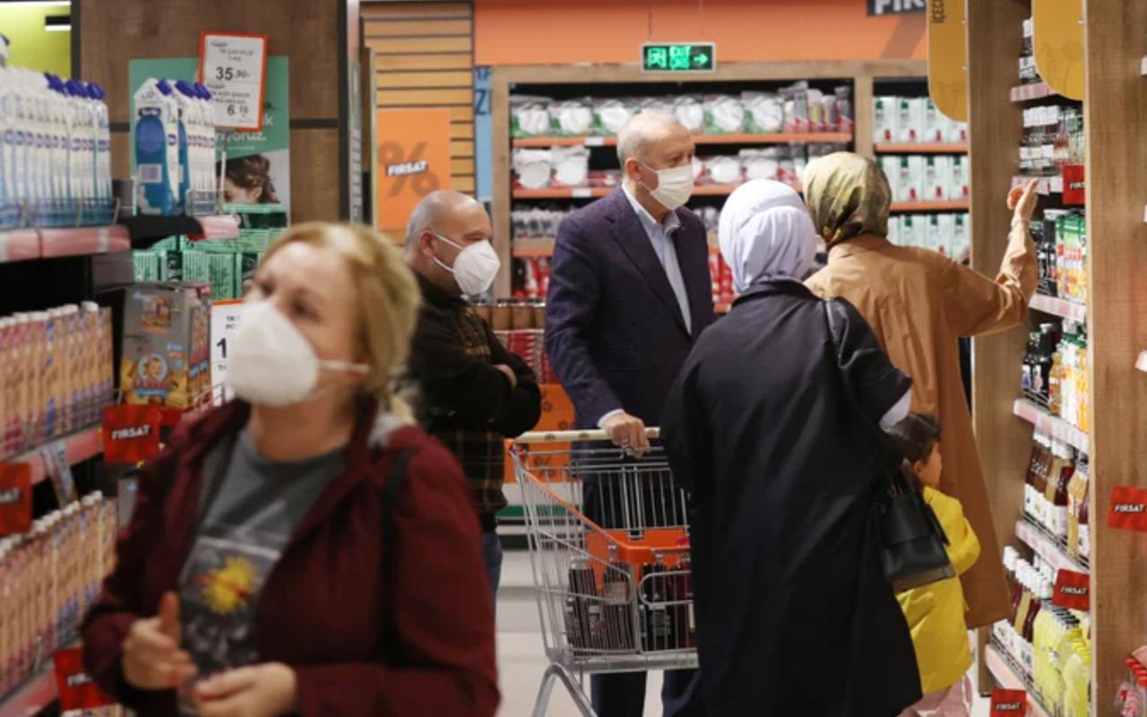 Cumhurbaşkanı Erdoğan eşi Emine Erdoğan ile birlikte market gezdi
