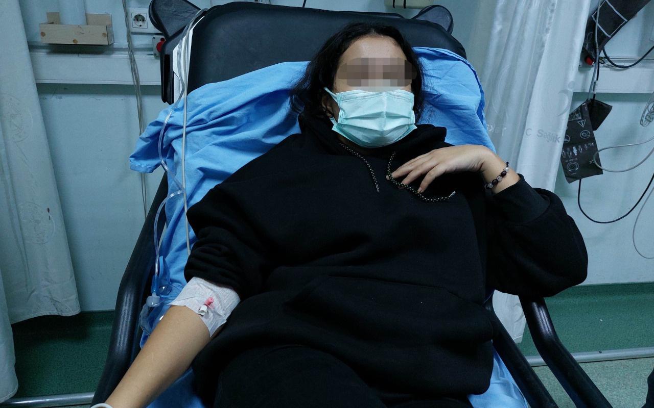 Lise öğrencisi okulda dehşet saçtı! Sınıf arkadaşını sırtından bıçakladı